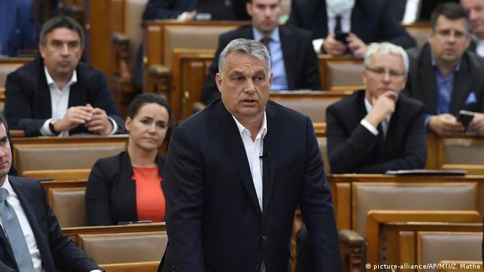 Ungarn Ministerpräsident Orban im Parlament (picture-alliance/AP/MTI/Z. Mathe)