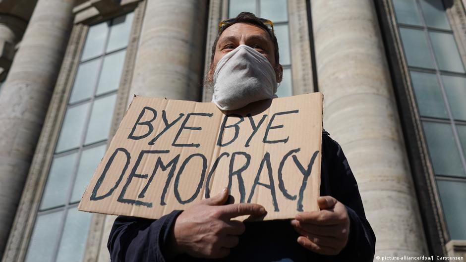 告別民主?