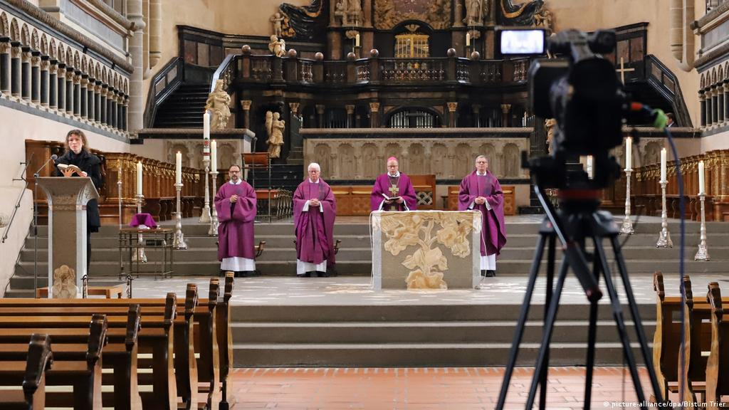 Germany′s Christian churches in meltdown | Germany| News and in-depth  reporting from Berlin and beyond | DW | 30.03.2021
