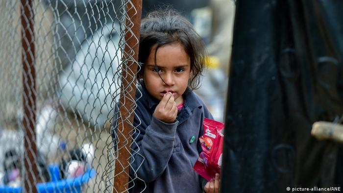 طفلة لاجئة في جزيرة ليسبوس اليونانية