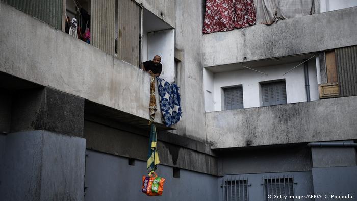 Frankreich Corona-Pandemie | Balkon Marseille (Getty Images/AFP/A.-C. Poujoulat)