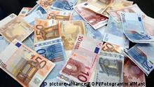 March 31, 2020 Coronavirus covid 19 emergency Discussion about issuing Corona Bonds Euro banknotes. EU. Europe. European politics. | Keine Weitergabe an Wiederverkäufer.