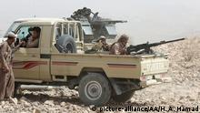 Jemenitische Soldaten und Kämpfer der Volkswiderstandskräfte