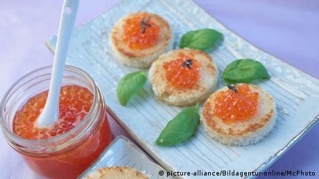 Lachskaviar auf Toastbrötchen