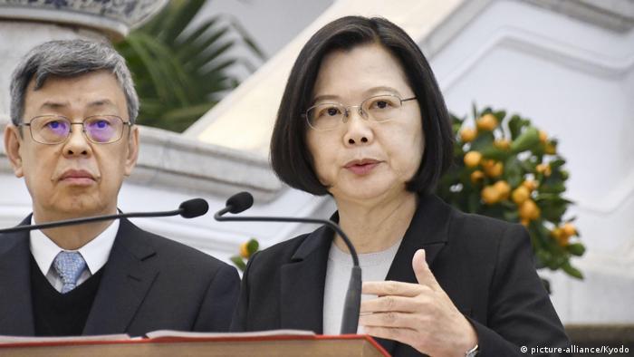 El gobierno de Taiwán rechazó las acusaciones de supuesto racismo que denunció el director general de la OMS, Tedros Adhanom Ghebreyesus, quien aseguró que hay una campaña en su contra, que la cancillería taiwanesa conoce. Protesto enérgicamente por las acusaciones de que Taiwán está instigando ataques racistas en la comunidad internacional, dijo la presidenta taiwanesa Tsai Ing-wen (09.04.2020)