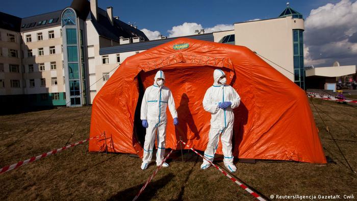 BG | Bau von temporären Coronavirus Kliniken | Polen - Wroclaw (Reuters/Agencja Gazeta/K. Cwik)