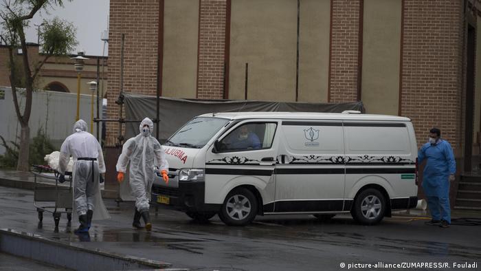 Iran Teheran | Coronavirus: Behesht-e Zahra Friehof (picture-alliance/ZUMAPRESS/R. Fouladi)