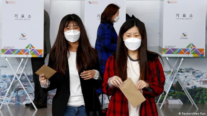 На парламентських виборах в Сеулі 10 квітня 2020 року