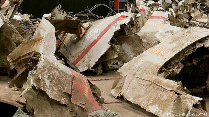 Обломки Ту-154, в котором находился Лех Качиньский и еще 95 человек