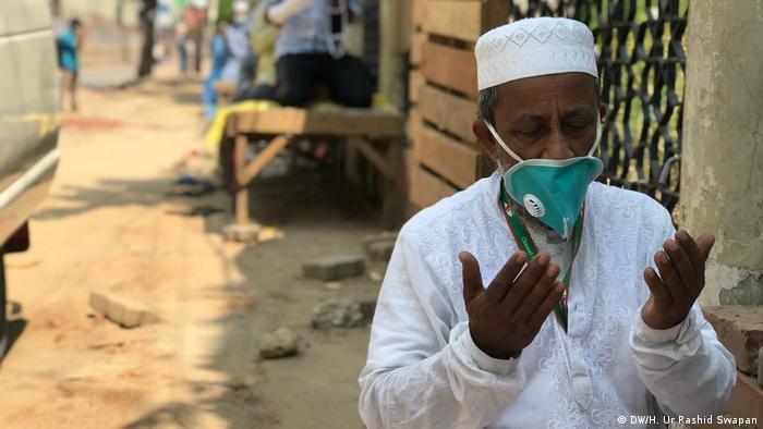 Coronavirus | Bangladesch | Moschee (DW/H. Ur Rashid Swapan)