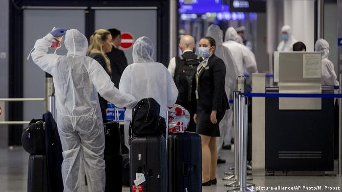 مطار فرانكفورت الألماني واجراءات صحية مشددة بسبب فيروس كورونا.