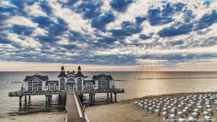 the selling Pier at the Baltic Sea, Germany(picture-alliance/Zoonar/G. Kirsch)