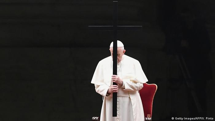 Italien | Coronavirus | Papst Franziskus Betet den Kreuzweg ohne Pilger