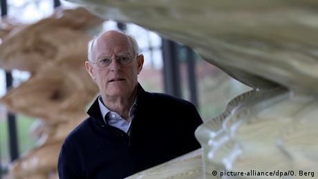 Britischer Bildhauer Tony Cragg