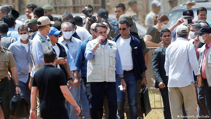 Brasilien Coronavirus Bolsonaro besucht Feldlazarett in Aguas Lindas (Reuters/A. Machado)