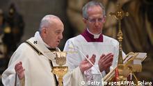 Vatikan | Papst Franziskus während Ostermesse im Petersdom