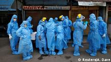 Indien   Coronavirus: Ärtzte mit Sicherheitsanzügen in Ahmedabad