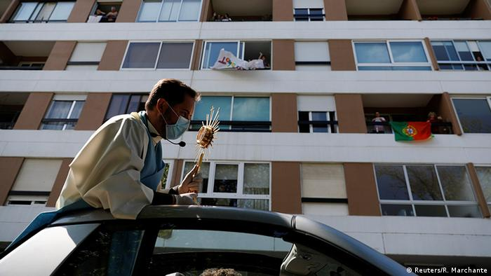 Priest Nuno Westwood holds a tour for the neighborhoods of Oeiras to bless for Easter Sunday, (Reuters/R. Marchante)