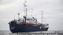 HANDOUT - 03.04.2019, ---: Dieses am 04.04.2019 von der deutschen Hilfsorganisation Sea-Eye zur Verfügung gestellte Foto zeigt das Rettungsschiff «Alan Kurdi» in den Gewässern vor Libyen. Die «Alan Kurdi» der Regensburger Organisation Sea-Eye hatte Mitte der Woche im Mittelmeer 64 Migranten aufgenommen und sucht seitdem einen Hafen zum Anlegen. Die italienische Regierung hat Deutschland aufgefordert, die Verantwortung für das Schiff einer deutschen Hilfsorganisation mit geretteten Migranten an Bord zu übernehmen. Foto: Fabian Heinz/Sea-eye.org/AP/dpa - ACHTUNG: Nur zur redaktionellen Verwendung im Zusammenhang mit der aktuellen Berichterstattung und nur mit vollständiger Nennung des vorstehenden Credits +++ dpa-Bildfunk +++  
