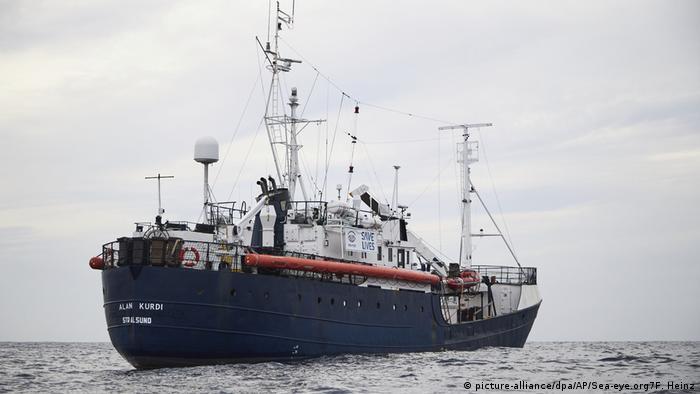 Rettungsschiff «Alan Kurdi» (picture-alliance/dpa/AP/Sea-eye.org7F. Heinz)
