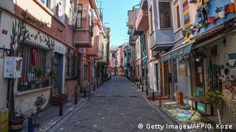 Улицы Стамбула опустели из-за карантина