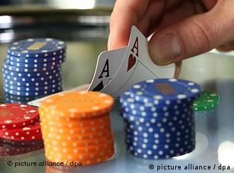 Покером через інтернет відмивають брудні гроші?
