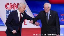 ARCHIV - 15.03.2020, USA, Washington: Der ehemalige US-Vizepräsident Joe Biden (l) und der linke Senator Bernie Sanders begrüßen sich bevor sie an einer demokratischen Präsidentschaftsvorwahl in den CNN-Studios in Washington teilnehmen. Der linke Senator Bernie Sanders hat dem einzigen verbliebenen Präsidentschaftsbewerber Joe Biden offiziell seine Unterstützung zugesichert. (zu dpa: «US-Präsidentschaftsrennen: Sanders sichert Biden Unterstützung zu ») Foto: Evan Vucci/AP/dpa +++ dpa-Bildfunk +++  