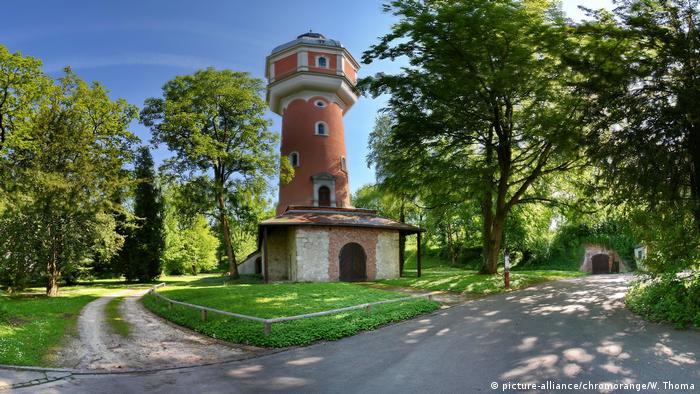 Water Tower and gardens, Neu-Ulm, Germany (picture-alliance/chromorange/W. Thoma)