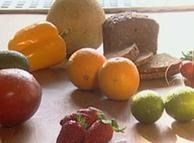 ویتامینهای طبیعیای که در میوه و سبزیجات یافت میشوند، با مواد داخل قرصهای ویتامینی تفاوت دارند
