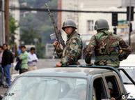 Patrulha militar nas ruas de Concepción, no Chile, para evitar saques depois do terremoto de 2010