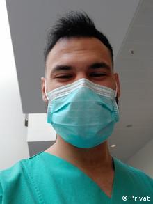 Ο νοσηλευτής Μιχαήλ Οικονόμου από την Κόρινθο ζει και εργάζεται στο Μόναχο