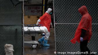 USA Coronavirus New York Krankenhaus Leichenabtransport
