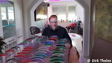 Dirk Thelen fertigt Schutzmasken für Altenpfleger an