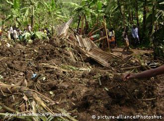 Bencana longsor kerap mngintai akibat rusaknya lahan hutan