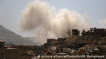 Jemen Corona-Pandemie | Luftschlag auf Sanaa (picture-alliance/Photoshot/M. Mohammed)