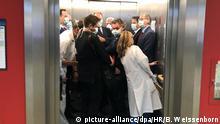Coronavirus Klinik Gießen Politiker im vollen Aufzug