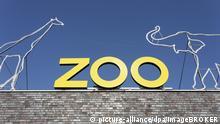 Schriftzug Zoo, auf dem Gebäude des Kölner Zoos, Köln, Nordrhein-Westfalen, Deutschland, Europa | Verwendung weltweit, Keine Weitergabe an Wiederverkäufer.