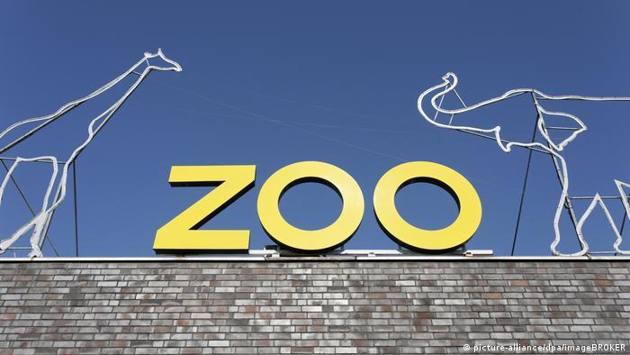 Deutschland | Schriftzug Zoo, auf dem Gebäude des Kölner Zoos, Köln