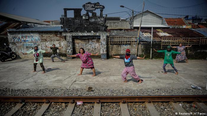 BdTD Indonesien Stretching (Reuters/R. Al Farisi)