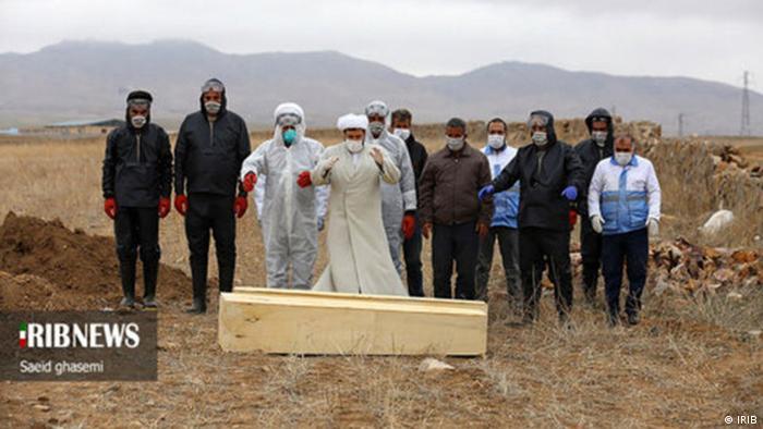 Beerdigung von Coronatoten im Iran