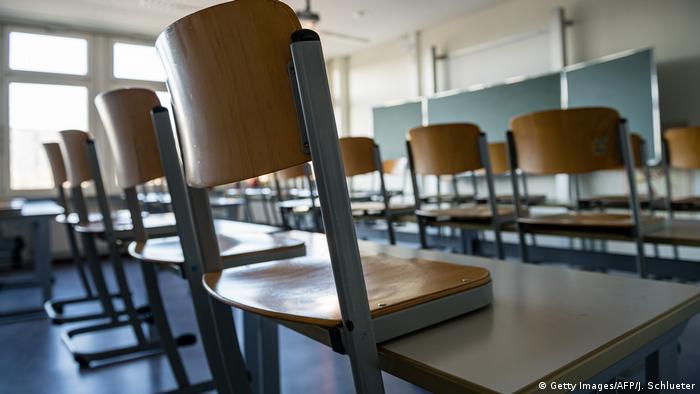 O scoala goala in orasul german Halle - la fel vor arata in continuare si salile de clasa din Romania