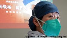 China Corona-Pandemie Ärztin mit Mundschutz