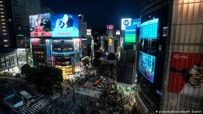 BG In 10 Filmen um die Welt | Japan Shibuya-Kreuzung in Tokio (picture-alliance/dpa/F. Duenzl)
