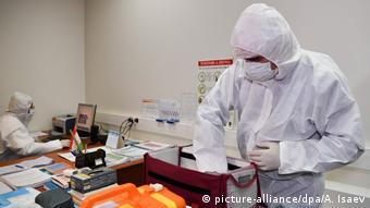 Медики готовятся к проверке на коронавирус прибывающих в аэропорт Душанбе
