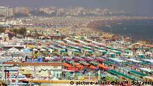 Italien Sonnen hinter Plexiglas | Italien will Strandsaison retten