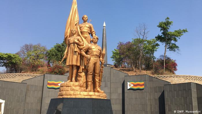 Umstrittene Wahlen haben die simbabwische Politik behindert (DW/P. Musvanhiri)