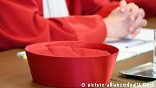 Deutschland Corona-Pandemie - Verfassungsgericht pocht auf Versammlungsfreiheit Symbolbild