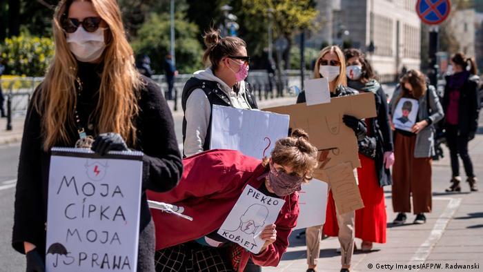 Protest protiv novog zakona o zabrani pobačaja u Poljskoj
