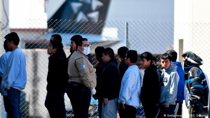 Deportacije ne prestaju - pristigli na aerodrom u vojnoj bazi u Gvatemala Sitiju