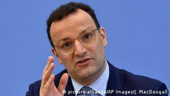 الصحة الألمانية ينس شبان في مؤتمر صحفي حول كورونا في 17 نيسان/ ابريل 2020
